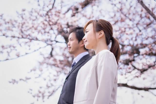 結婚相手の実家で行う結婚挨拶の会話の流れ。主な話題と気を付けたい話題