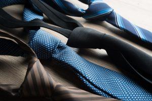 顔合わせのスーツに合わせるネクタイ