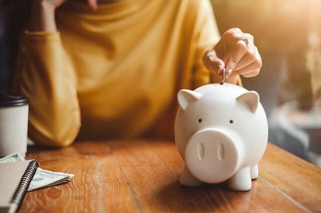 結婚式に必要な貯金額と結婚費用の自己負担とご祝儀と親の援助の割合