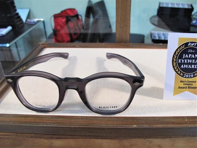 夫婦でおそろいのメガネ