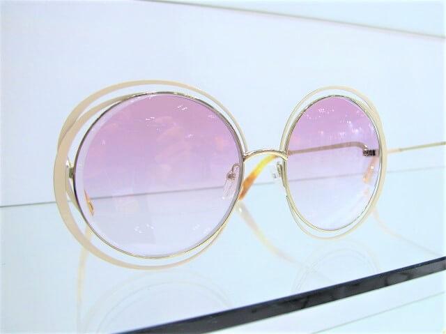 海外ウェディングに似合うサングラス