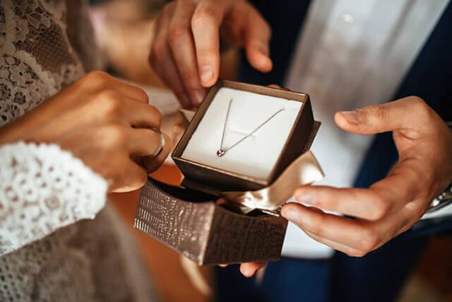 婚約指輪代わりのアクセサリー