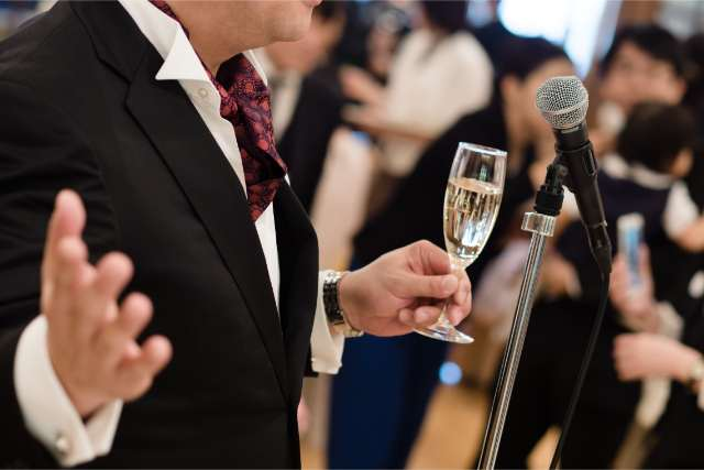結婚式の乾杯挨拶で失敗しない スピーチの基本構成と文例 結婚式