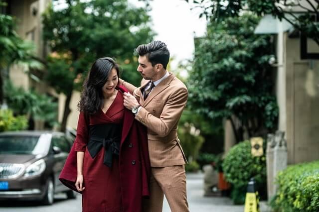 冬の結婚式や二次会でのコートはフォーマルなものがおすすめ