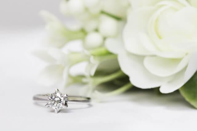 両家顔合わせ食事会の前に婚約指輪と結婚式場を決定