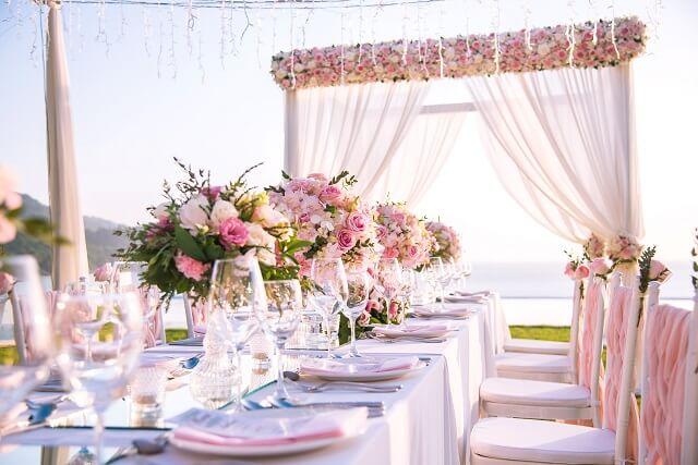 結婚式の装花の費用相場 挙式 披露宴 高砂 テーブルなど各装花の各
