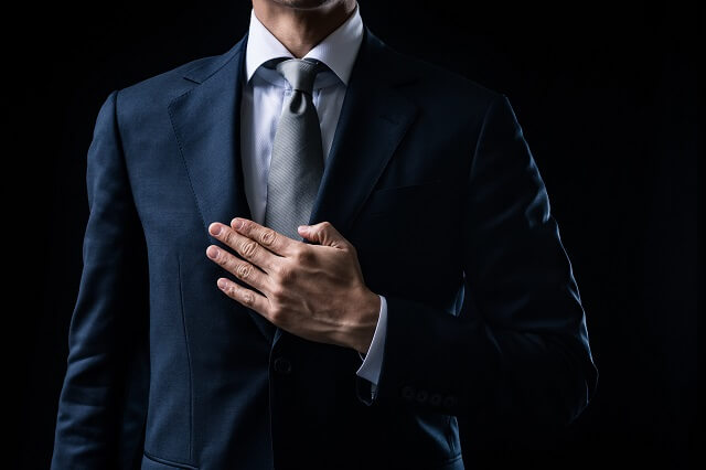 結婚式の男性の服装の基本は「スーツ」