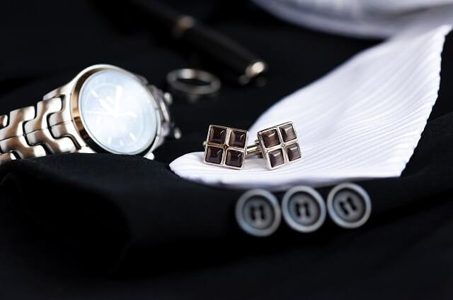 結婚式での男性のピアスや指輪や時計のマナー