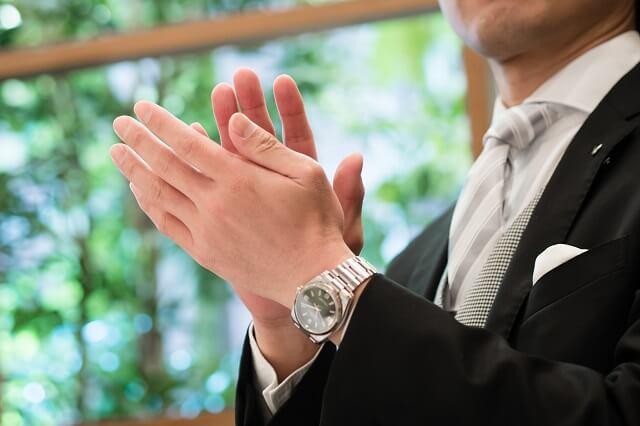 上司として結婚式に参加する男性の服装