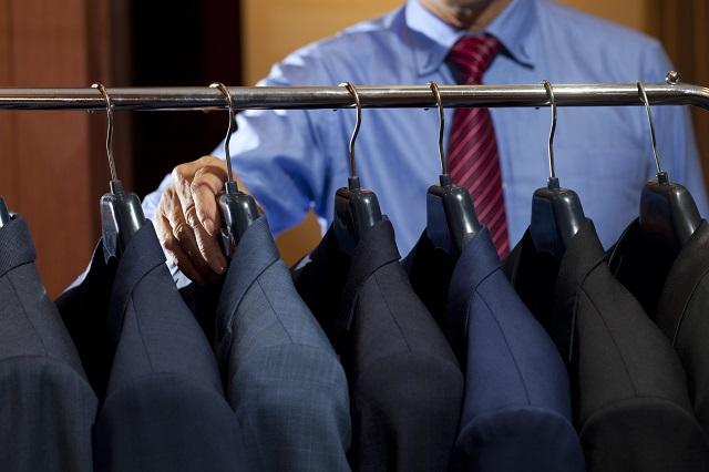 結婚式での男性ゲストの服装は立場別にドレスコードがある