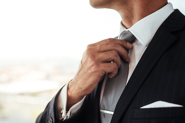 結婚式の男性の服装に適したネクタイのマナー