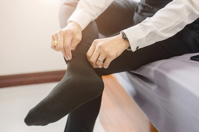 結婚式の男性の服装に適した靴下のマナー