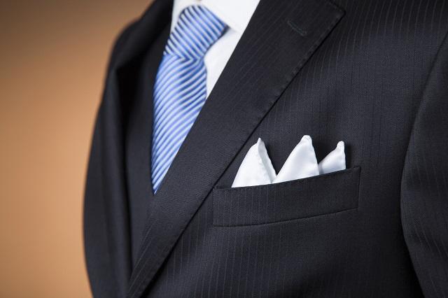 結婚式の男性の服装に適したポケットチーフのマナー