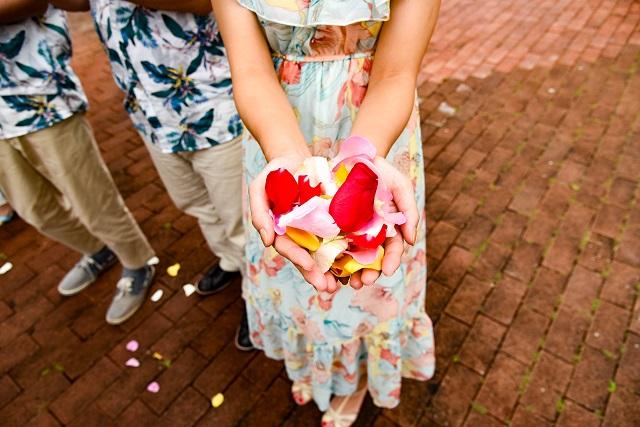 グアム結婚式での女性ゲストの服装や靴