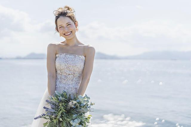 がっちり見えるいかり肩の花嫁が選ぶドレス