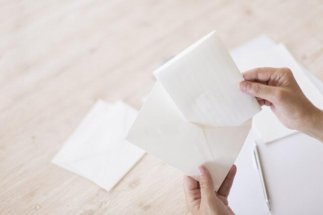 堅苦しくない横書きのお礼状の洋封筒の色、住所の書き方、手紙の入れ方