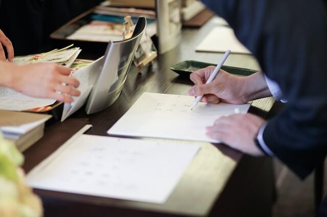 職場や会社の同僚、先輩後輩、上司として結婚式に出席する場合のご祝儀金額の予算相場