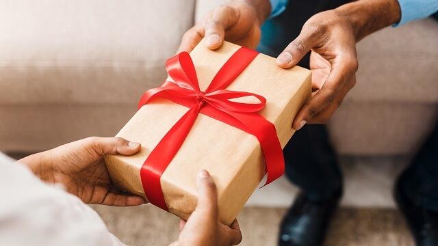 結婚式なしの場合、結婚式に招待されていない出席しない場合に職場の人に贈る結婚祝いの金額相場