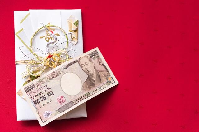 結婚祝いを現金で贈る時の金額相場は1万円