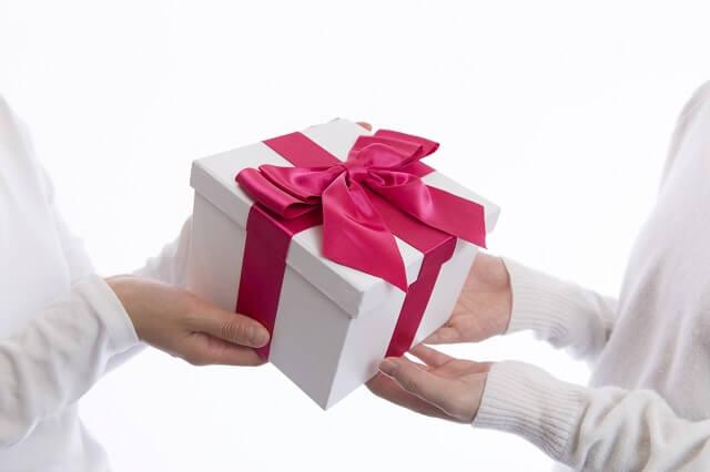 結婚祝いのプレゼント(品物)の包み方、渡し方、送り方マナー