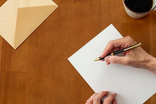 結婚祝いのご祝儀やプレゼントに同封する手紙やメッセージカードの書き方、出し方のマナー