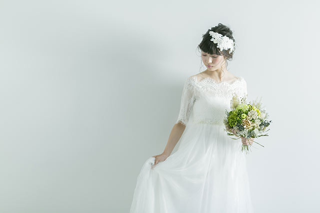 ボートネックのウエディングドレス
